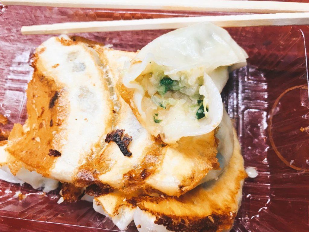 三ノ輪のさかい食品の焼餃子8個入り(300円)