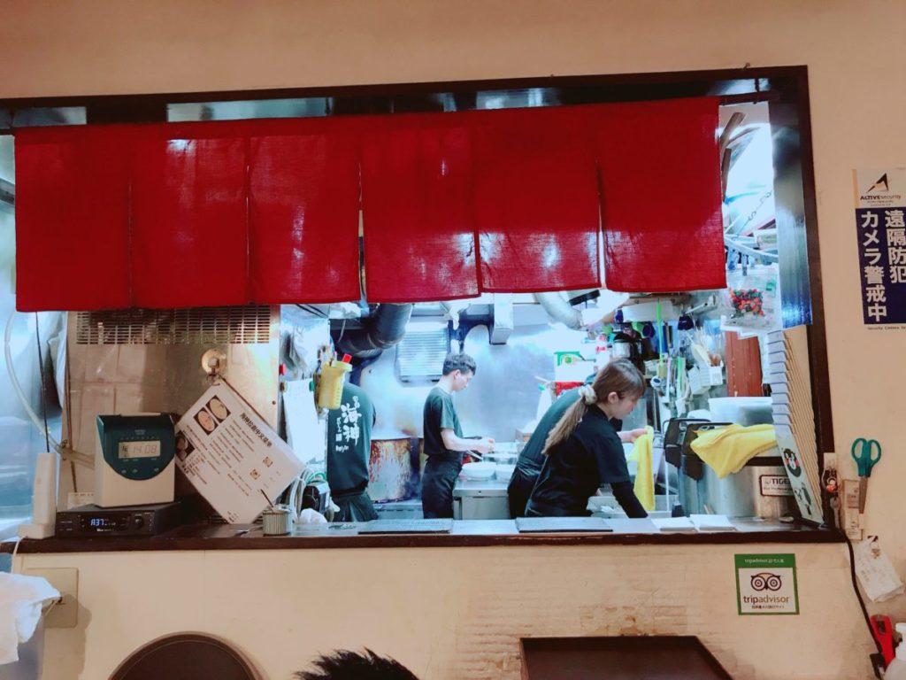 麺屋海神の店内