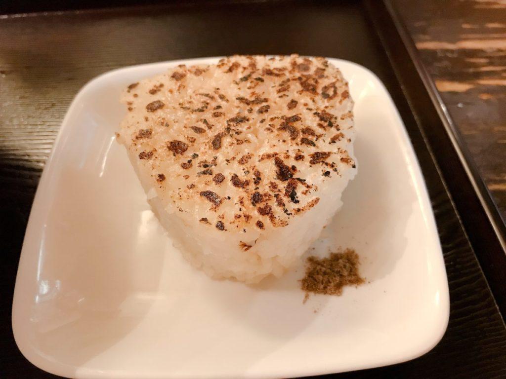 麺屋海神のあら炊き塩ラーメン へしこ焼きおにぎり付き(980円)※麺大盛り無料