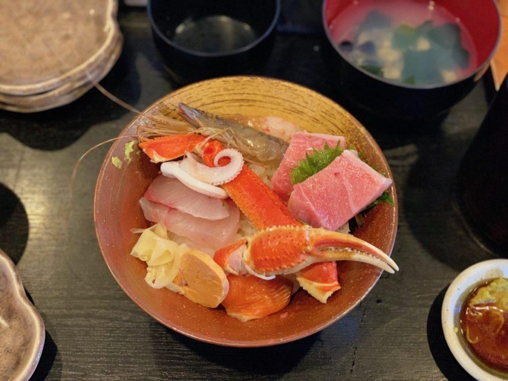 (本店)の極上海鮮丼(2,000円)+ご飯大盛り(100円)