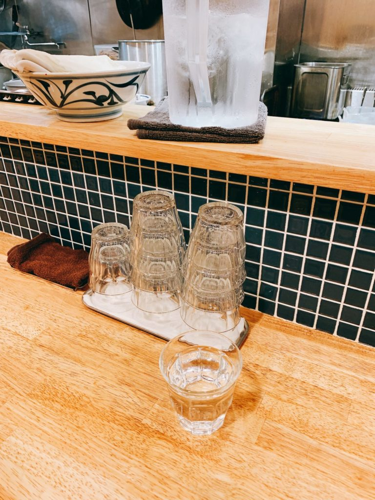 手打式多加水麺「ののくら」の店内