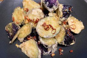 あの有名店の味を自宅で!ピリ辛で美味しい✨茄子の山椒揚げレシピ