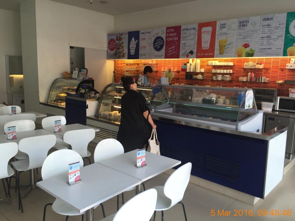 シェムリアップのオススメ無料WiFiスポット第3位 Blue Pumpkin(sivatha street店)の店内