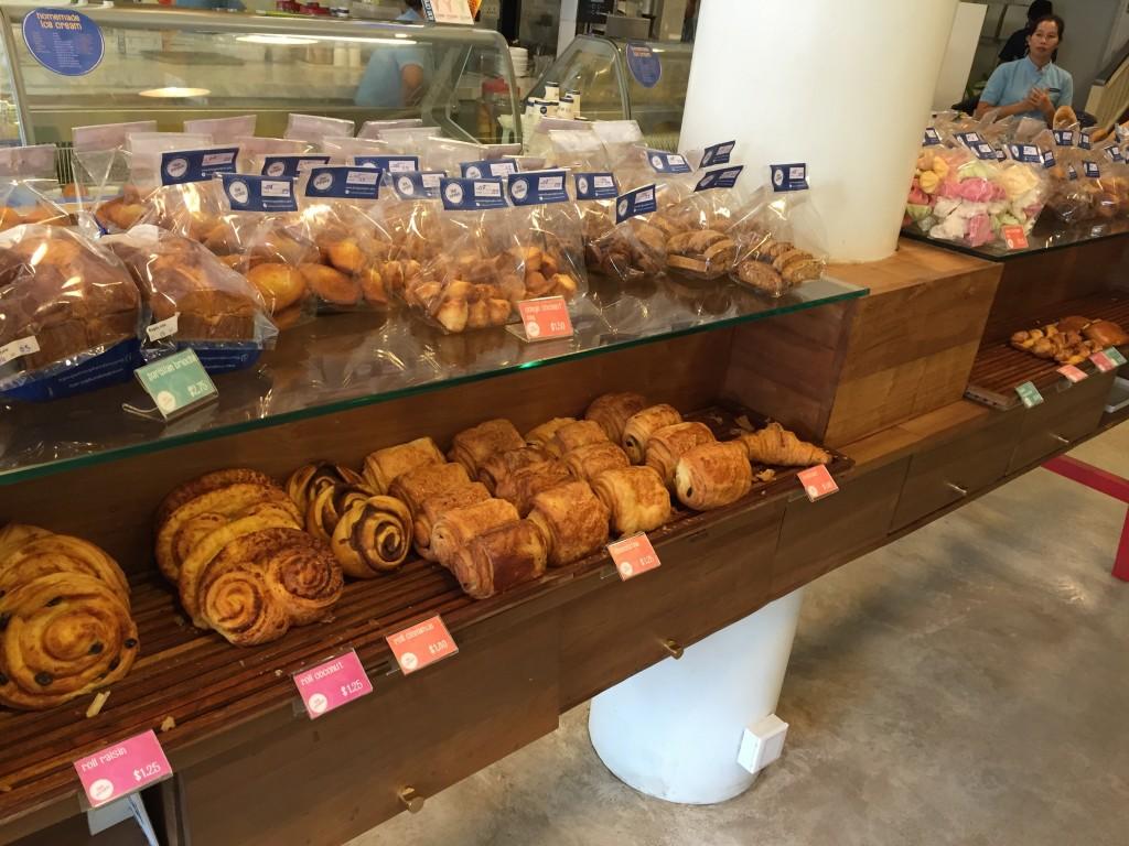 シェムリアップのオススメ無料WiFiスポット第2位 のBlue Pumpkinのおいしいパン