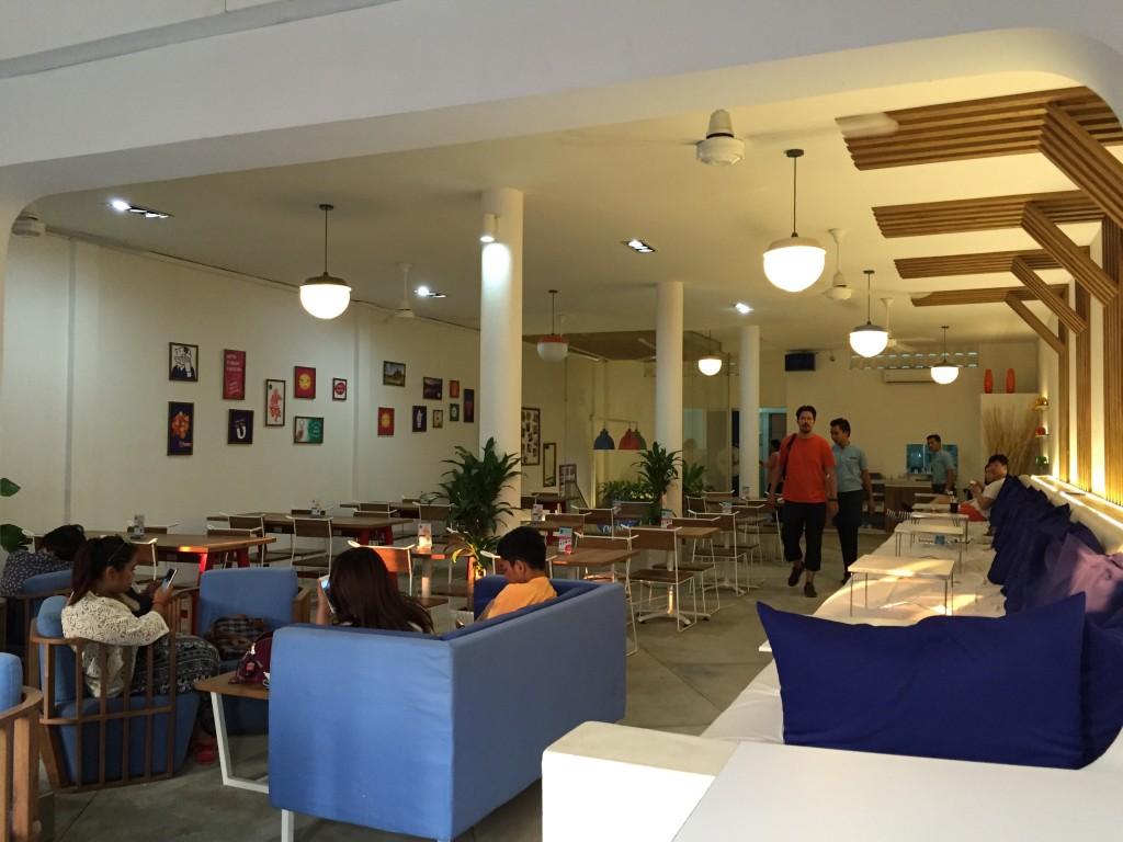 シェムリアップのオススメ無料WiFiスポット第2位 のBlue Pumpkinは世界中の人達から大人気