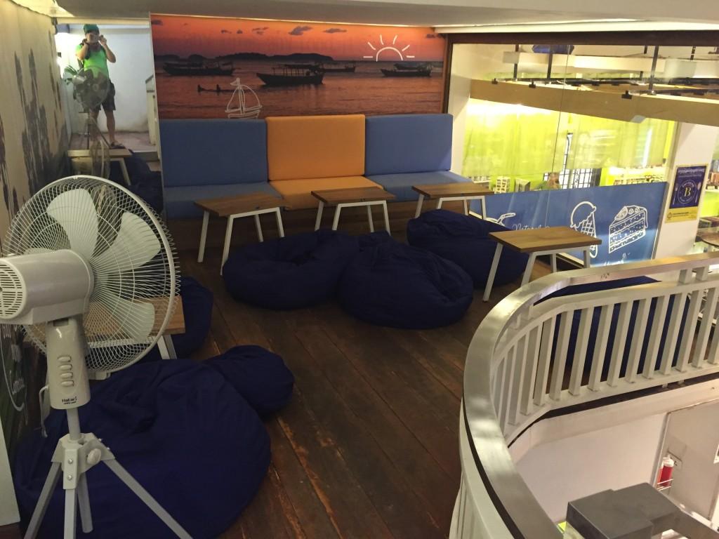 シェムリアップのオススメ無料WiFiスポット第2位 のBlue Pumpkinの中2階