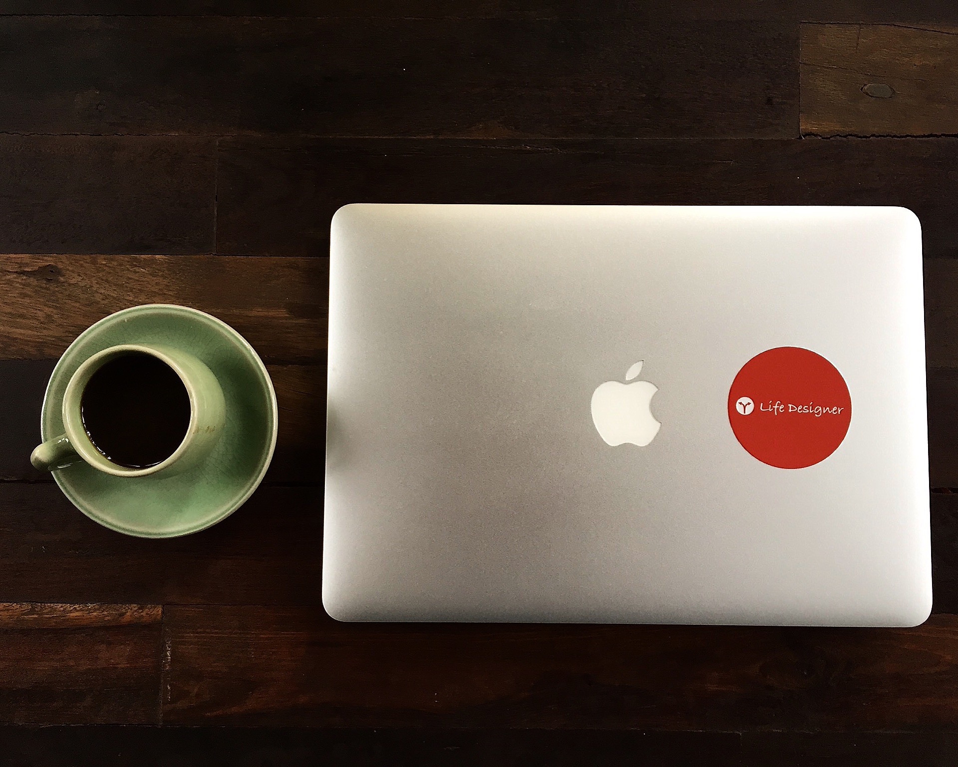 コワーキングってカフェで作業するのと何が違うの?