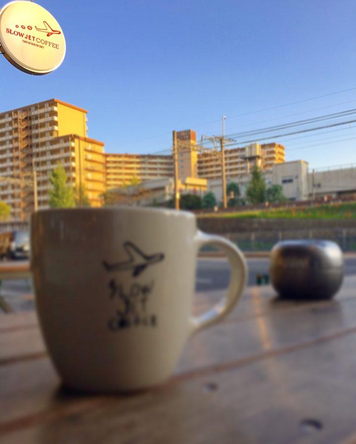開放的なテラス席が最高に心地よい「SLOW JET COFFEE」