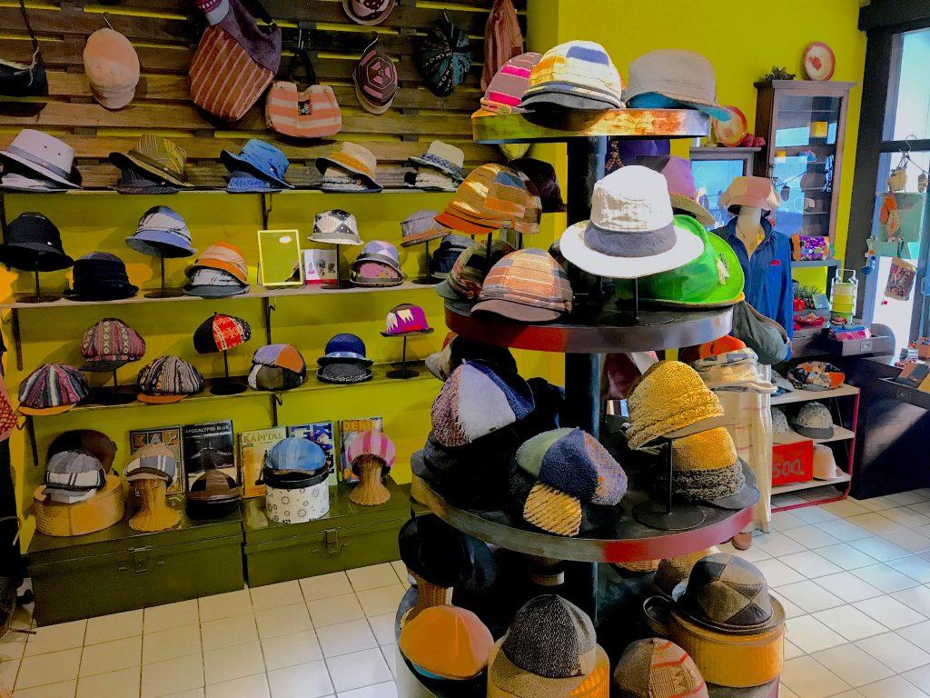 チェンマイでオシャレな帽子のお店を経営する再周さん