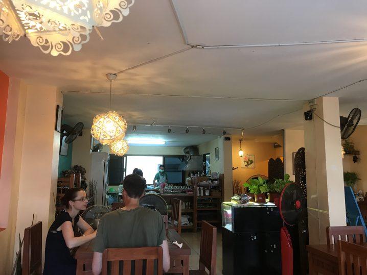 ニマンヘミンのAnchan Vegetable Restaurantが欧米人に大人気!