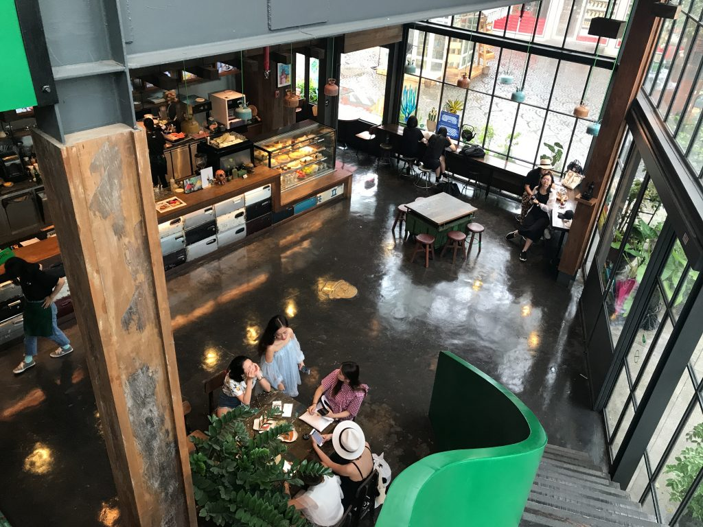 ニマンヘミンMaya近くのお洒落カフェDOM cafe