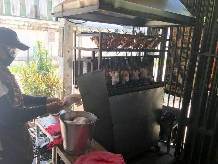 チェンマイで人気の鶏の丸焼きのお店「SPチキン」