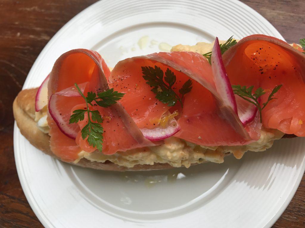 Smoked Salmon, Egg Mayo & Radish(700円)