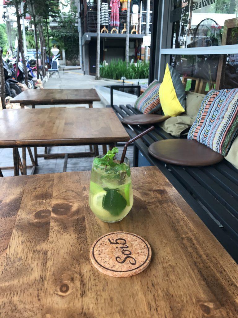 チェンマイで一番お気入りのカフェSoi5 Rojiura Pub