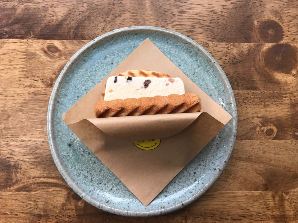 ICE CREAM SANDWITCH(③chocolate chip & nuts)250円
