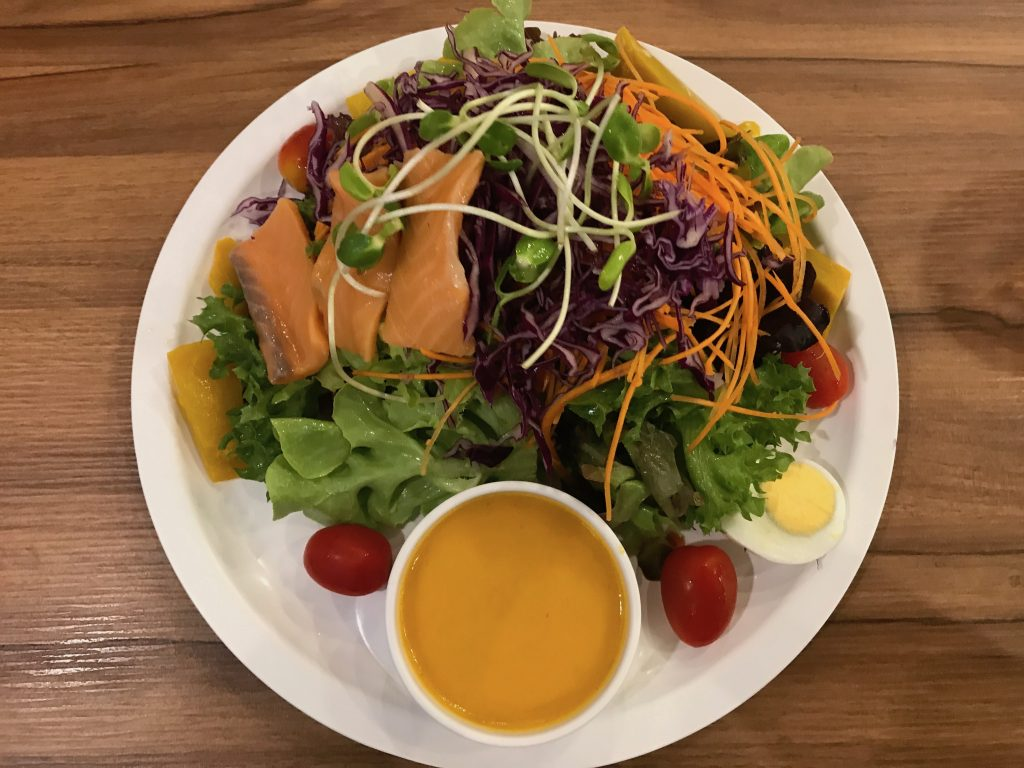 Regular Salad(250円)+生鮭トッピング(170円)