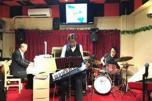 【ピアノバーRED ROBIN】飛び入り楽器演奏ができるバーが熊本にもあった!