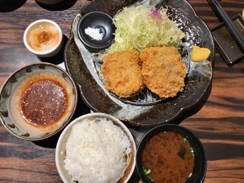 勝烈亭の六白黒豚ロースカツ定食(1,600円)