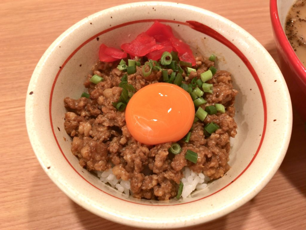黒亭の豚そぼろ丼玉子のせ(370円)