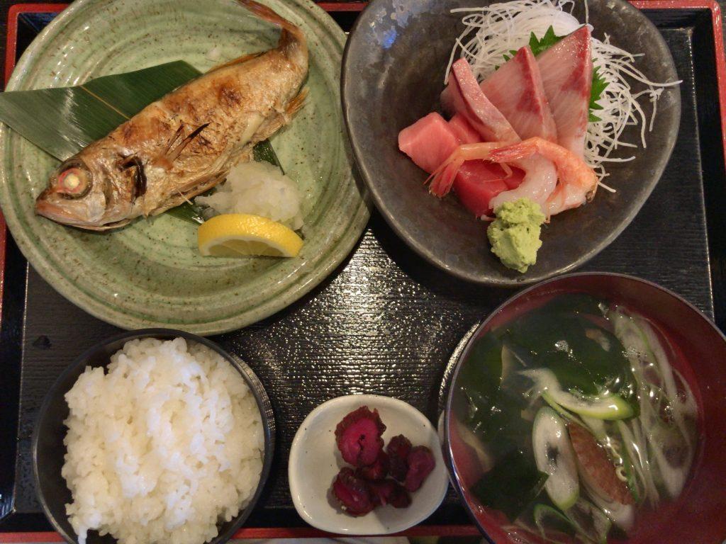のどぐろ塩焼きと刺身付定食(1,600円)
