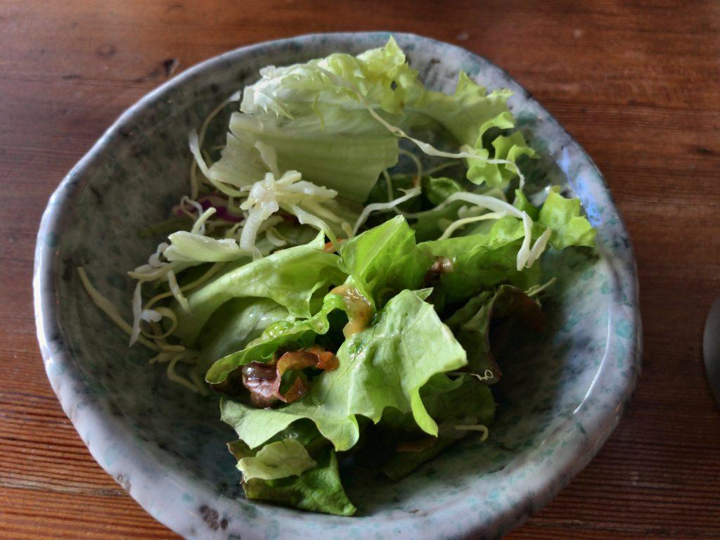 STOVEの黒豚ハンバーグ定食のセットサラダ