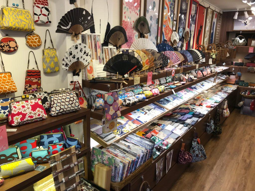 鎌倉ふぃる本店の店内