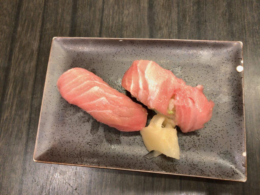 本マグロ脳天大トロ(1ケ300円)