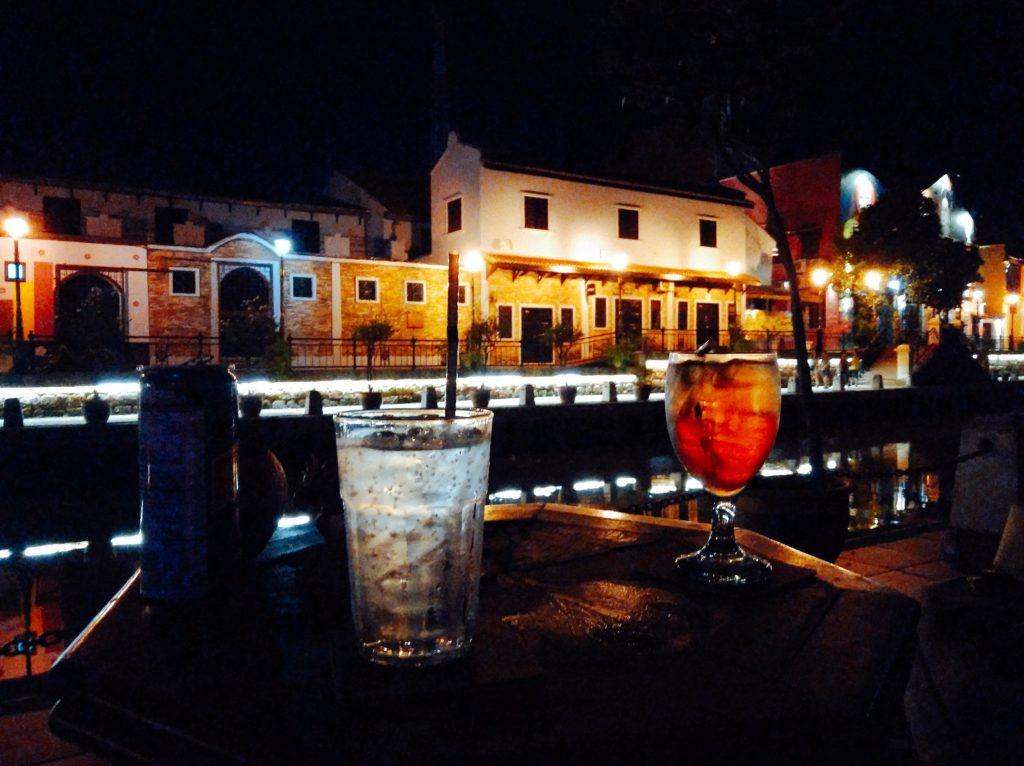 マラッカ観光の夜の定番「リバーサイドで飲む至福の1杯」