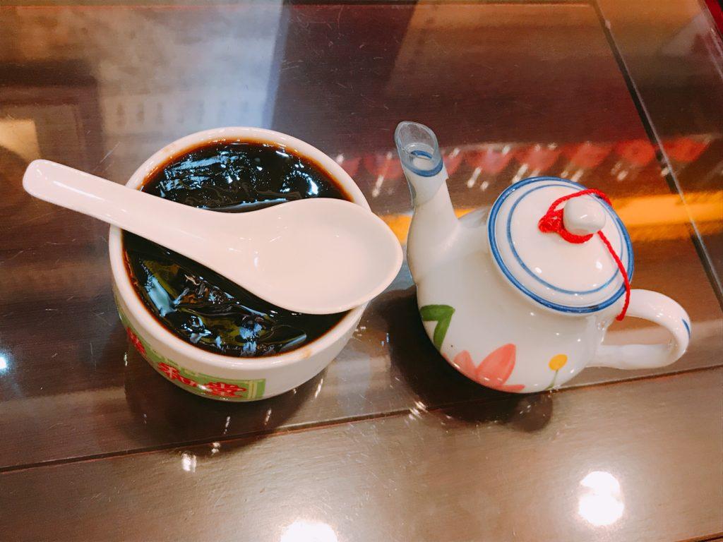 亀ゼリー(亀苓膏、きれいこう、中国語:グイリンガオguīlínggāo)とは?