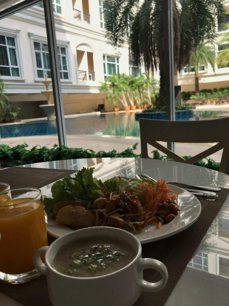 HOPE LAND HOTEL Sukhumvit 46/1の朝食ビュッフェ