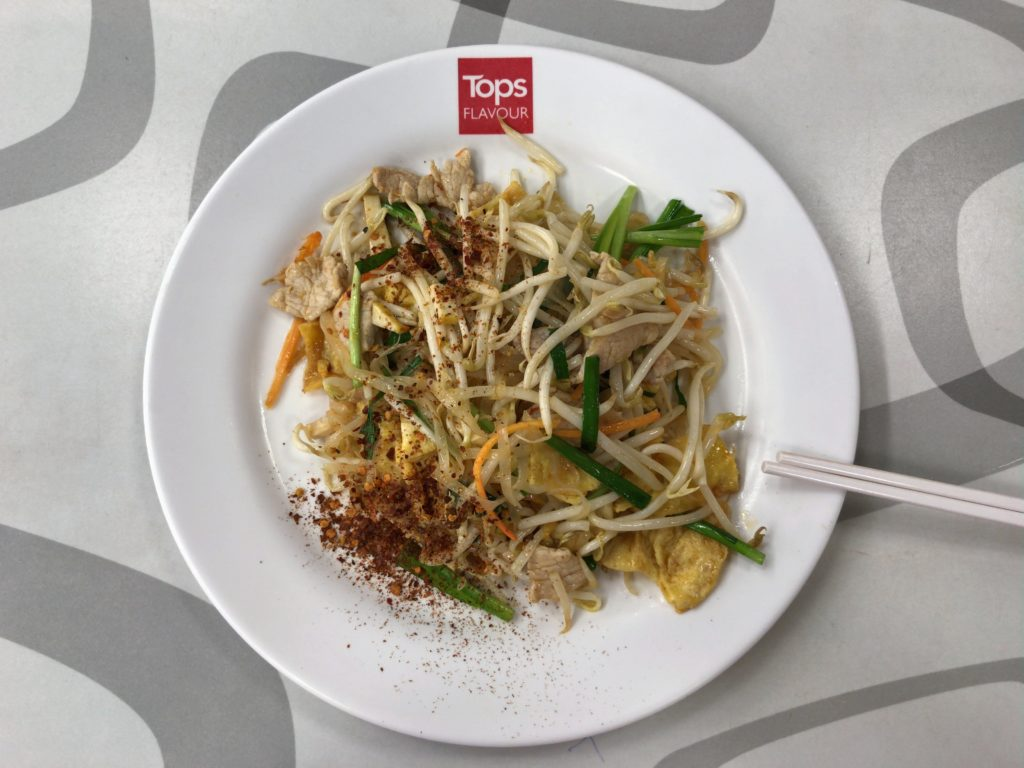 ガートスワンケーオのフードコートにあるパッタイ店のPad Thai with Shrimp(180円/50B)