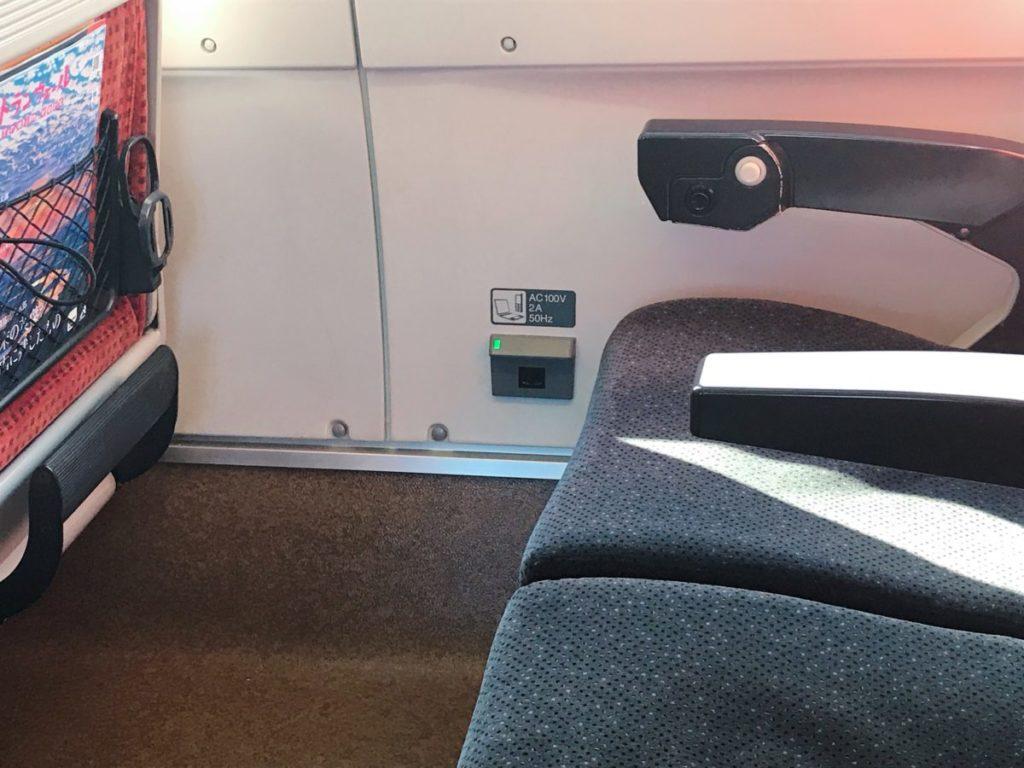 山形新幹線つばさの車内