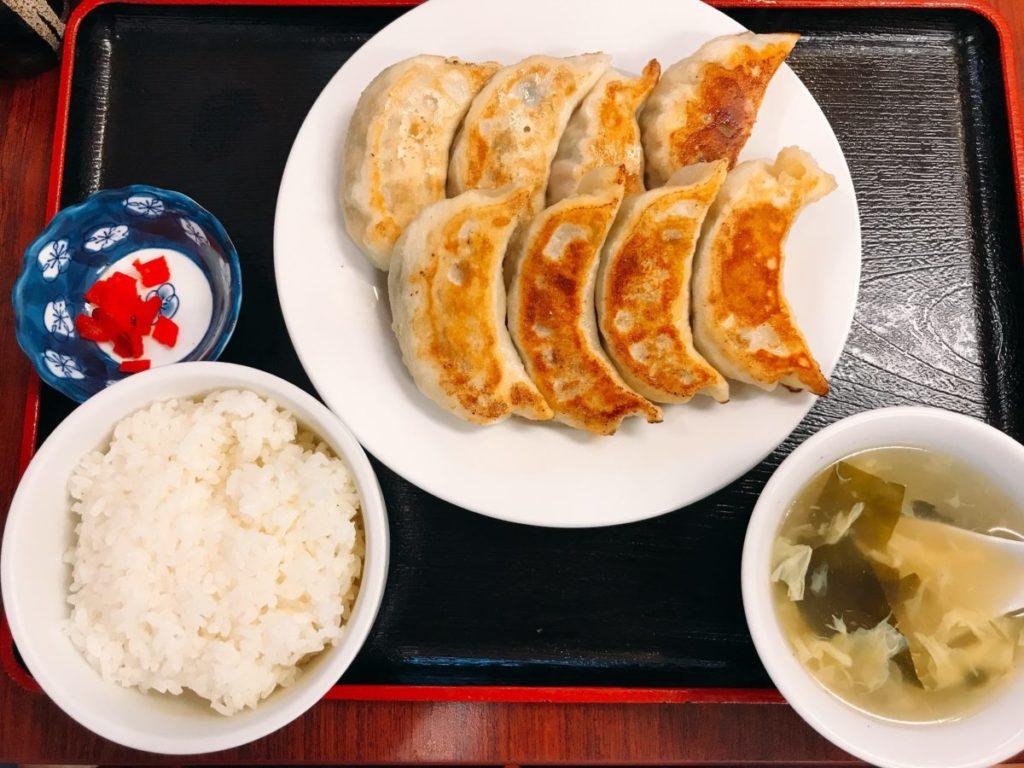 青山餃子房 亀有店の焼き大餃子定食8個(680円)ご飯大盛り・ドリンクバー無料
