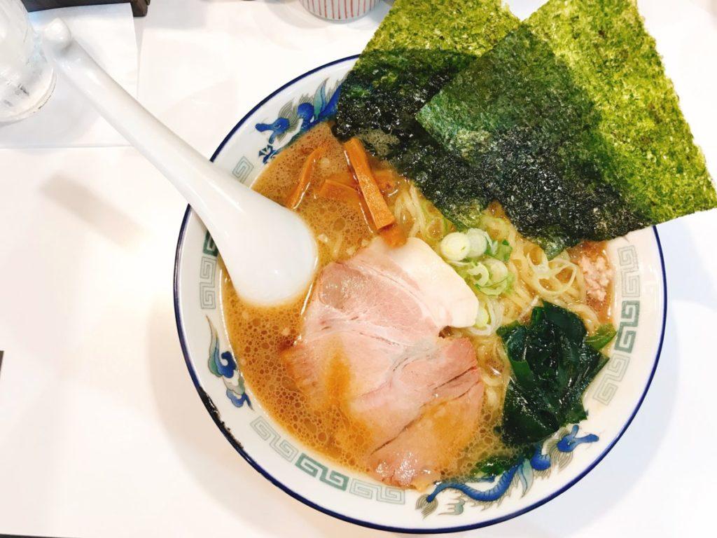 北海道ラーメン みそ熊(北千住店)の旭川醤油らーめん650円(大盛り無料)