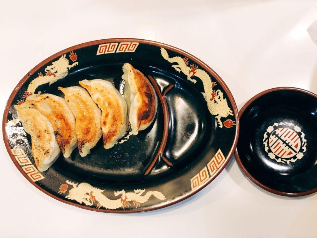 北海道ラーメン みそ熊(北千住店)の焼餃子(今回はスタンプ特典で無料)