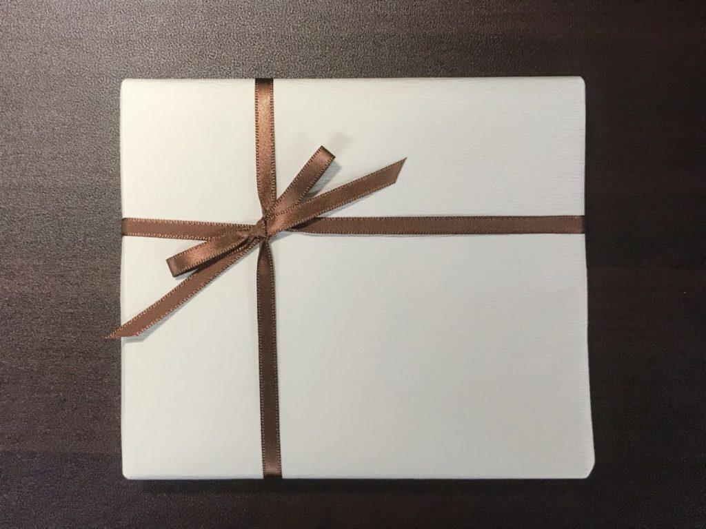 Hacoaの木製卓上カレンダーの有料ラッピング(108円)