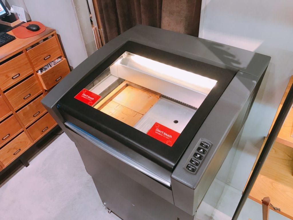 HacoaダイレクトストアKITTE丸の内店の刻印機