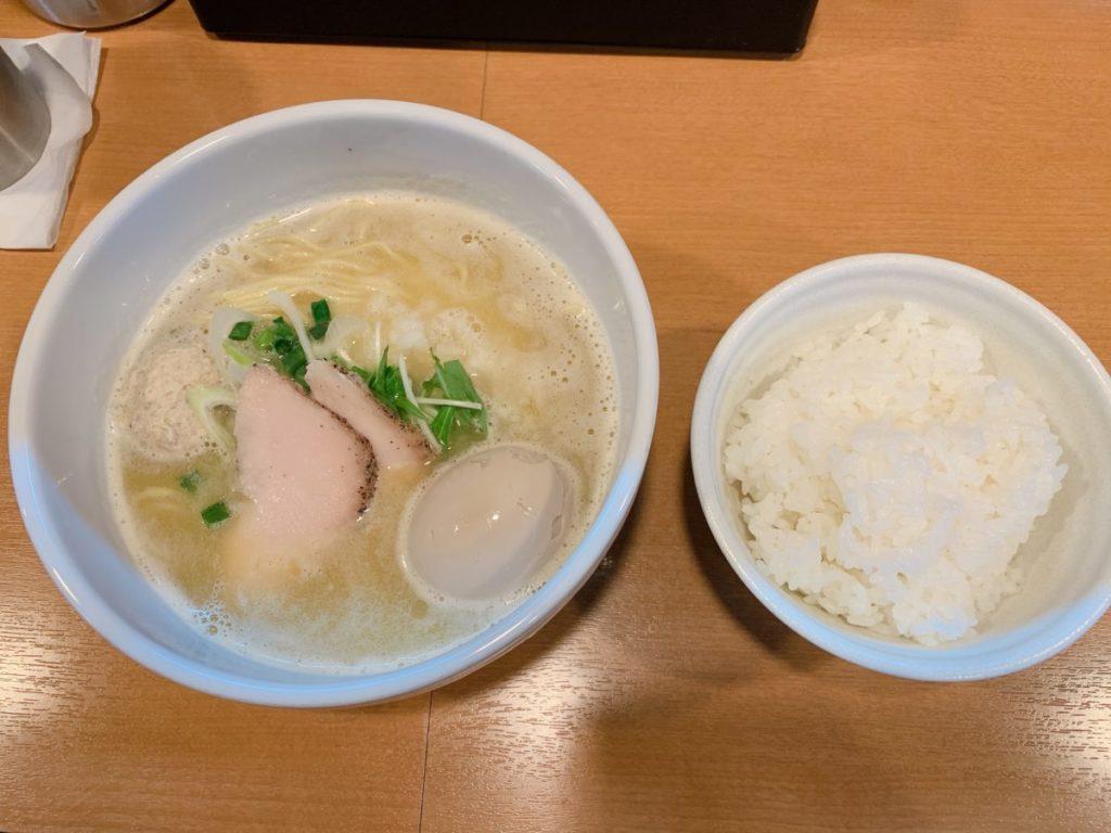らーめん志(こころ)の塩ラーメン(750円)+ライス100円