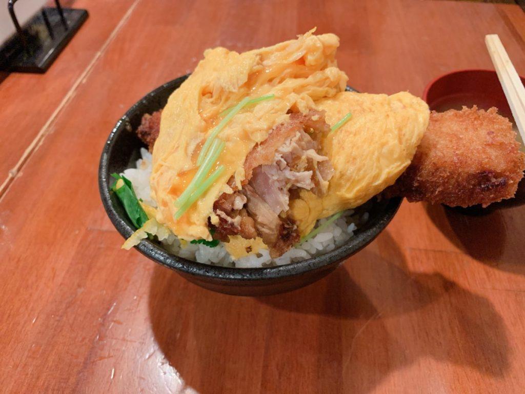 肉バルさま田のとろとろ玉子の角煮かつ丼(並:700円)ご飯大盛り無料