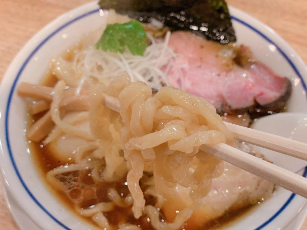 手打式多加水麺「ののくら」の中華そば(醤油)全部のせ(980円)