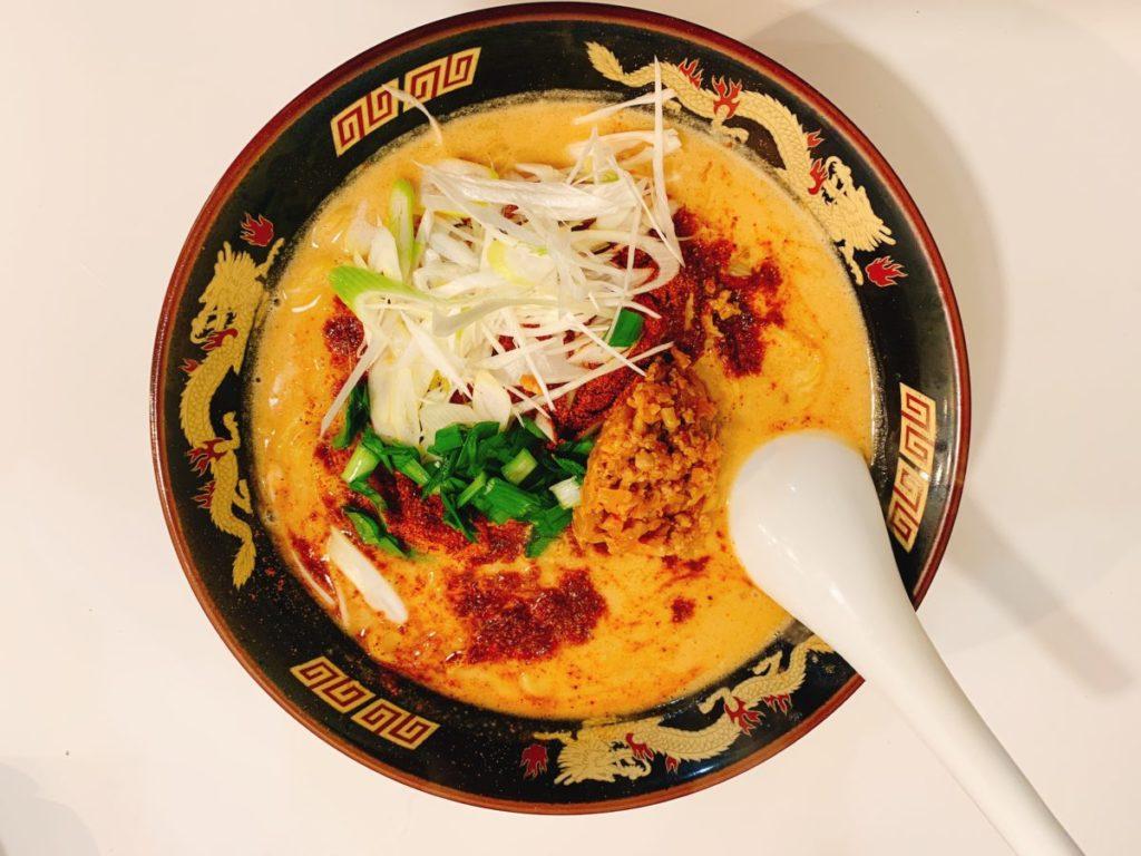 北海道ラーメン みそ熊(北千住店)の麻辣辛味噌担々麺(980円)大盛り無料