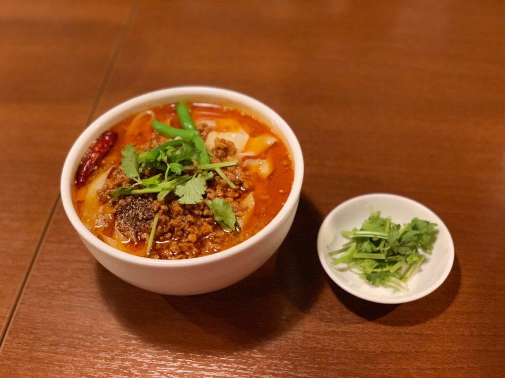 唐朝刀削麺 赤坂見附店の麻辣刀削麺 大盛り(870円)