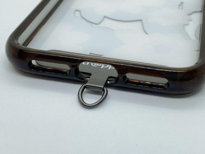 ストラッパーなら簡単にスマホケースにストラップを装着可能
