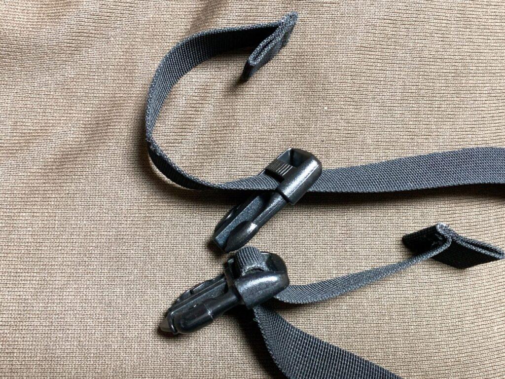 手順③:交換前と同じ向きになるように新しいバックルに腰ベルトを通していく